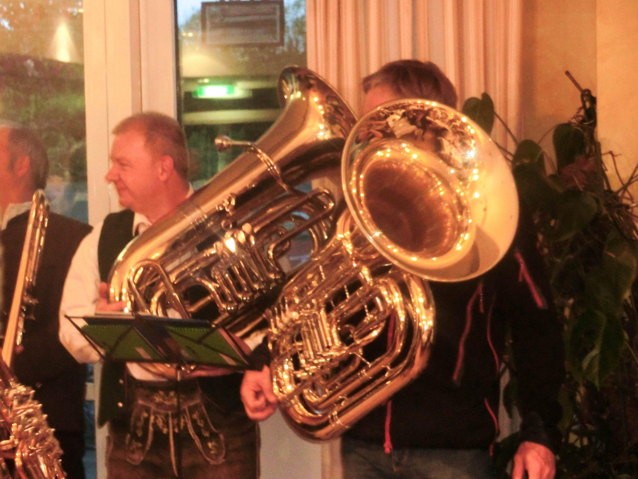 mit Pauken und Trompeten wurde die Geburtstagsfeier gestaltet