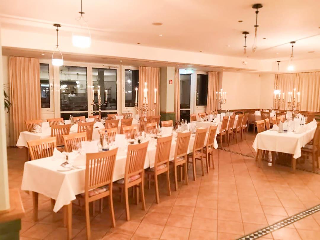 Unser Restaurant wird für die Feier umgebaut