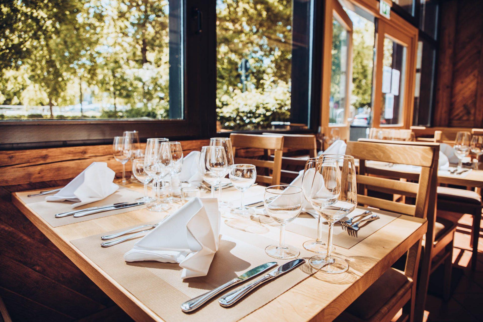 pure CUISINE Restaurant mit Biergarten von GAVESI in Eching bei München